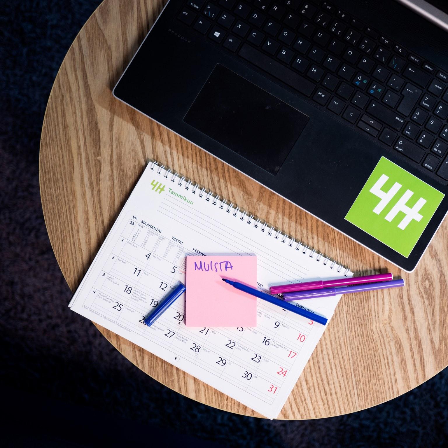 Kalenteri ja muistilappu